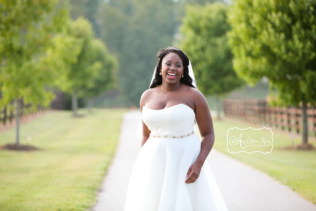 Bridal_Portrait_Lindsey_Plantation_Farm_Field_Barn_Mountains_Sunset_Amy_Clifton_Keely_Photography 06